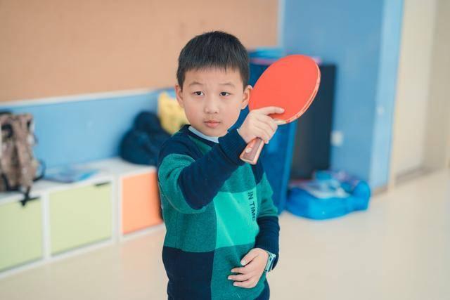 小朋友打乒乓球的8大好处!健康成长乐趣多!