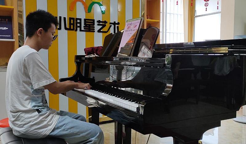 9.9元/8节钢琴课,优惠尽在小明星